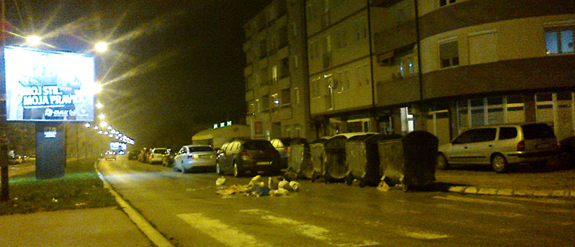 smeće na ulici u Aveniji