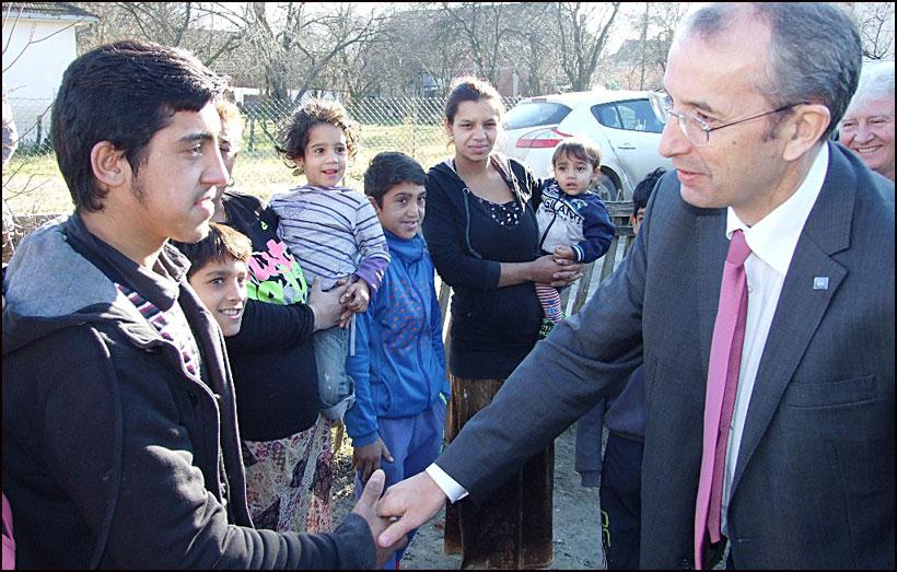 EU-pomoc-za-poplavljene---Ambasador-Devenport-Smederevska-Palanka-04