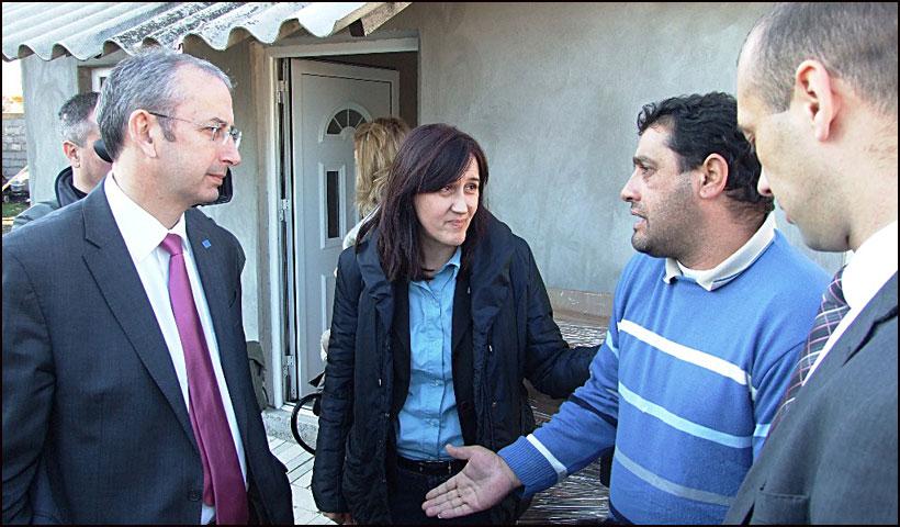 EU-pomoc-za-poplavljene---Ambasador-Devenport-Smederevska-Palanka-05