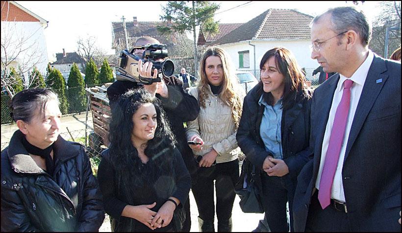 EU-pomoc-za-poplavljene---Ambasador-Devenport-Smederevska-Palanka-06