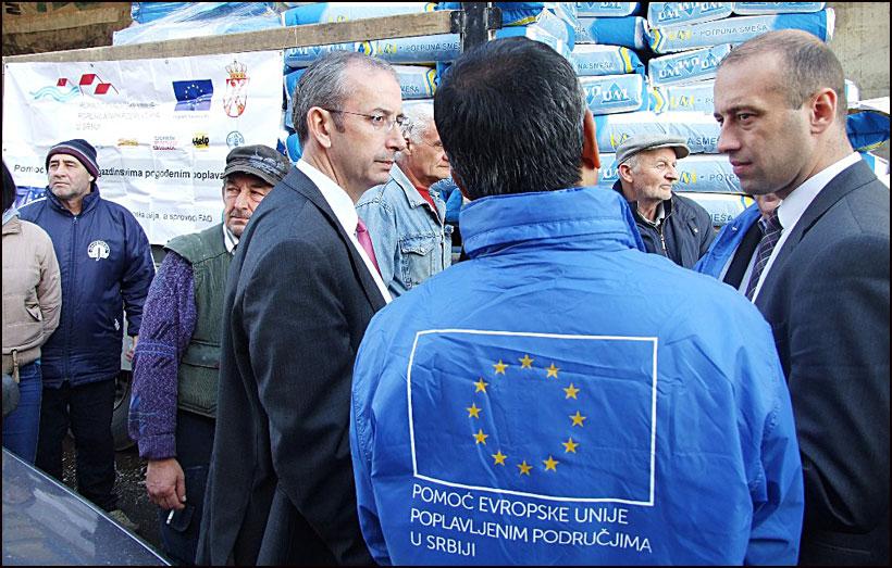 EU-pomoc-za-poplavljene---Ambasador-Devenport-Smederevska-Palanka-10