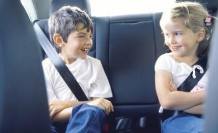 Deca u automobilu