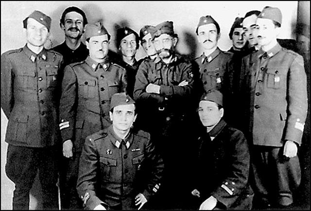 Draza-i-partizanski-oficiri