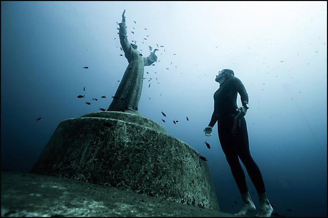 voda-statua-hrista-iz-ambisa-blizu-portofina