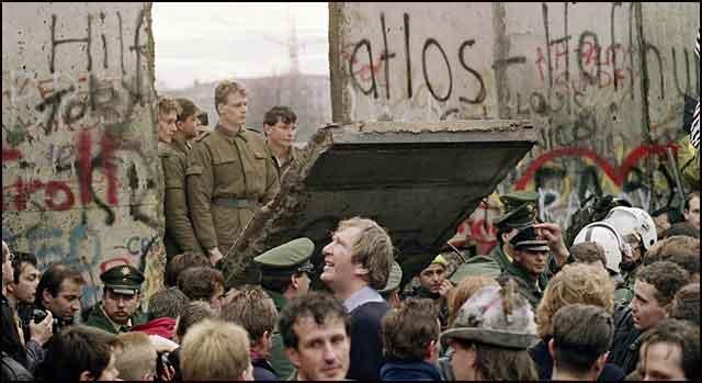 Pad-Berlinskog-zida-Komunizam-je-pao-jer-je-bio-sklon-padu