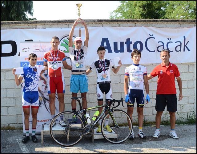 Nikola-Tripković-na-pobedničkom-postolju,-kategorija-Juniori