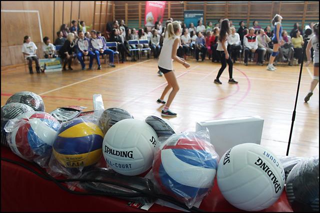 Deo-sportske-opreme-u-vrednosti-od-100-000-dinara-koju-je-OS-Dragisa-Misovic-osvojila