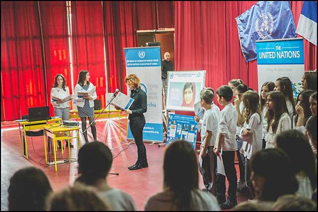 UN_dodela_nagrada_u_skoli_UN-3