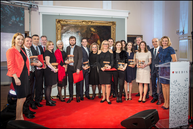Medisove-nagrade_pobednici-i-vodstvo-preduzeca-Medis
