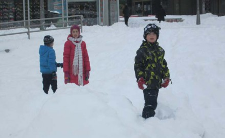 deca, sneg, grudvanje