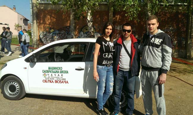 Profesor Nenad Radojicic, Vukadinovic Stefana i Radojevic Bemanja pobednik u kategoriji vozac motornih vozila B kategorije