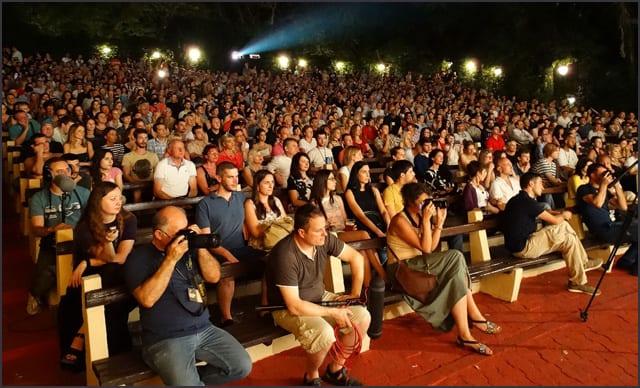 Festival-je-otvoren-pred-prepunom-Letnjom-pozornicom