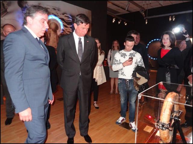 Slovenački-predsednik-Borut-Pahor-i-direktor-Muzeja-u--oblisaku-izlozbe