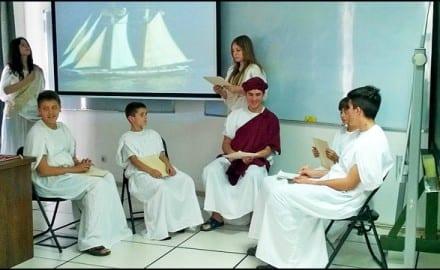 Сцена-из-представе---Питагора-и-његови-ученици,-изведена-у-просторијама-МИ-САНУ