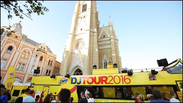 DJ-Tour-autobus-otvorenog-krova