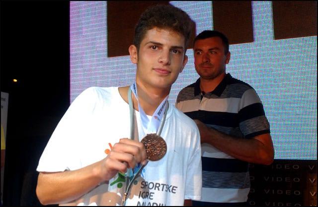 tenis-bronza-denijal-kacapor-n