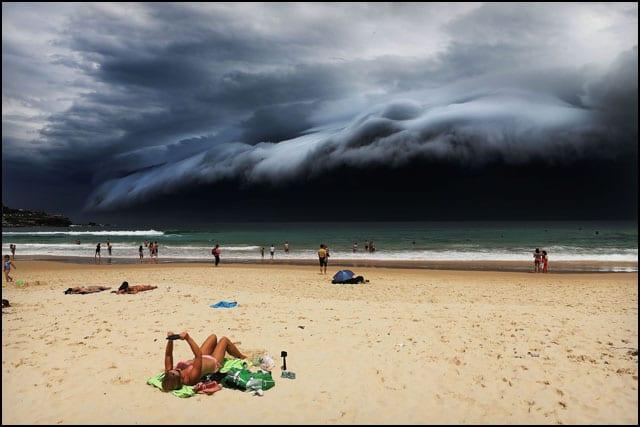 5_rohan-kelly-storm-front-on-bondi-beach_pr