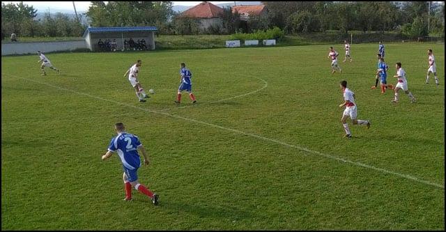 okrsaj-jankovica-beli-dres-i-radonjica-plavi-dres-na-sredini-terena