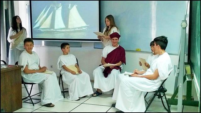 Сцена-из-представе-Питагора-и-његови-ученици-изведена-у-просторијама-МИ-САНУ