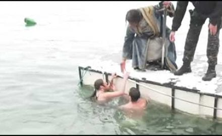 djordje-i-felon-plivaju