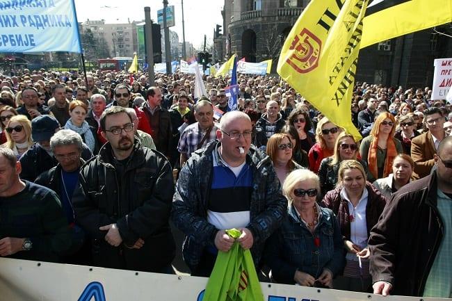 Beograd, 17.03.2017. -Protest Unije sindikata prosvetnih radnika, danas  ispred Vlade Srbije u Beogradu. (BETAPHOTO/MILOS MISKOV/MO)