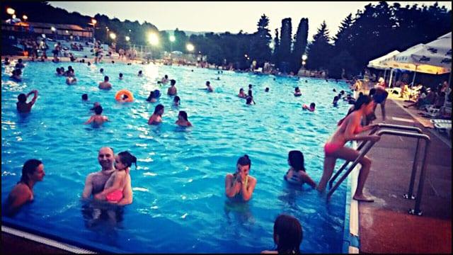 bazen-noć