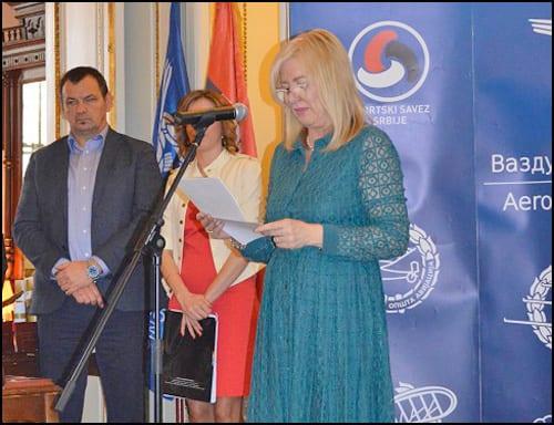 Direktorka-DCV-a-Mirjana-Čizmarov-prilikom-dodele-nagrade