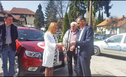 Dodela--terenskog-vozila-Domu-zdravlja-u-Cajetini