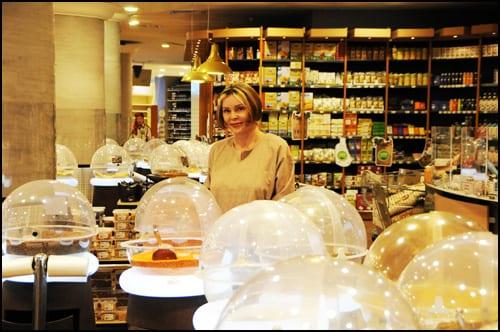 Marina-Bulatovic-u-Danube-Hipermarketu-kupuje-za-_ine---Khobar,-FOTO-2-za-NM