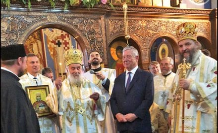 Nj.K.V.-Prestolonaslednik-Aleksandar-i-Njegova-svetost-Patrijarh-Irinej-u-crkvi-Lazarica