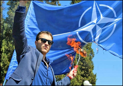 Marko-Milačić-NATO-zastava