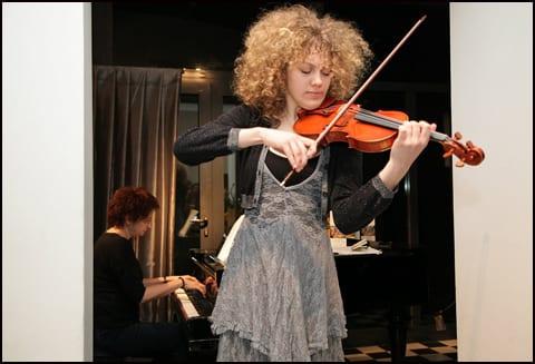 Violinistkinja-Miona-Topalovi_-i-pijanistkinja-Jovanka-Risti_