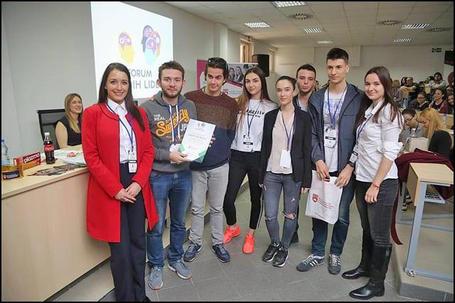 Zahvaljujemo-srednjo_kolcima-Prve-beogradske-gimanzije--_to-su-uveli_ali-Forum-mladih-lidera!