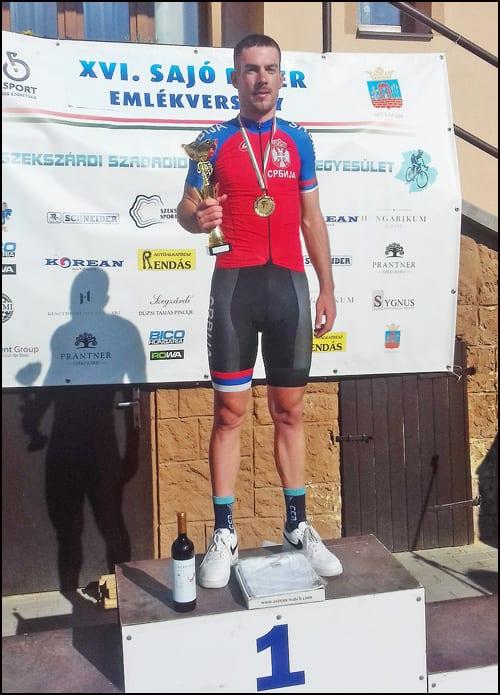 Marko-Danilović-sa-trofejem-na-postolju-u-Madjarskoj-2019