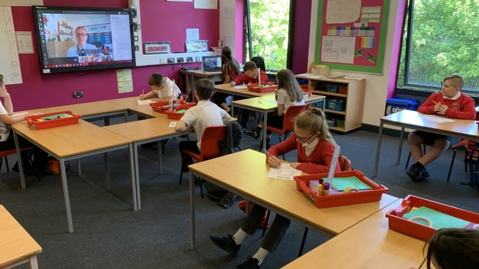 Neke škole u Velikoj Britaniji rade za vreme pandemije