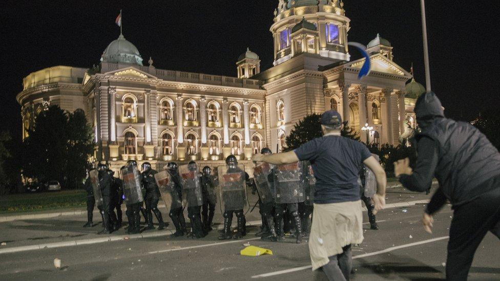 Pored Žandarmerije, u jednom trenutku je intervenisala i policijska konjička brigada