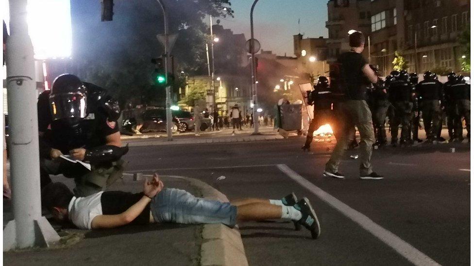 Policija hapsi demonstranta u centru Beograda
