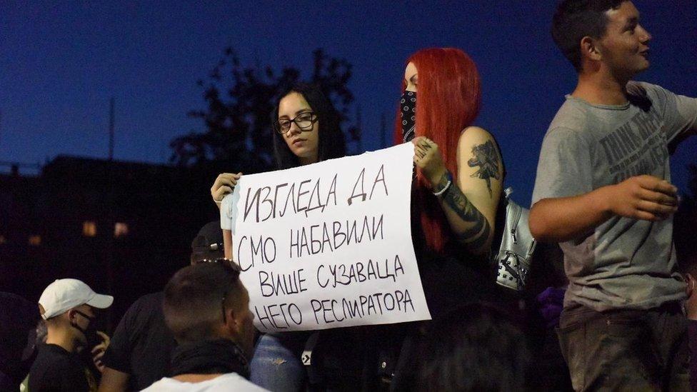 Mirni protesti održani su večeras i u Nišu, Novom Sadu, Leskovcu, Kraljevu, Boru Zrenjaninu i Čačku.