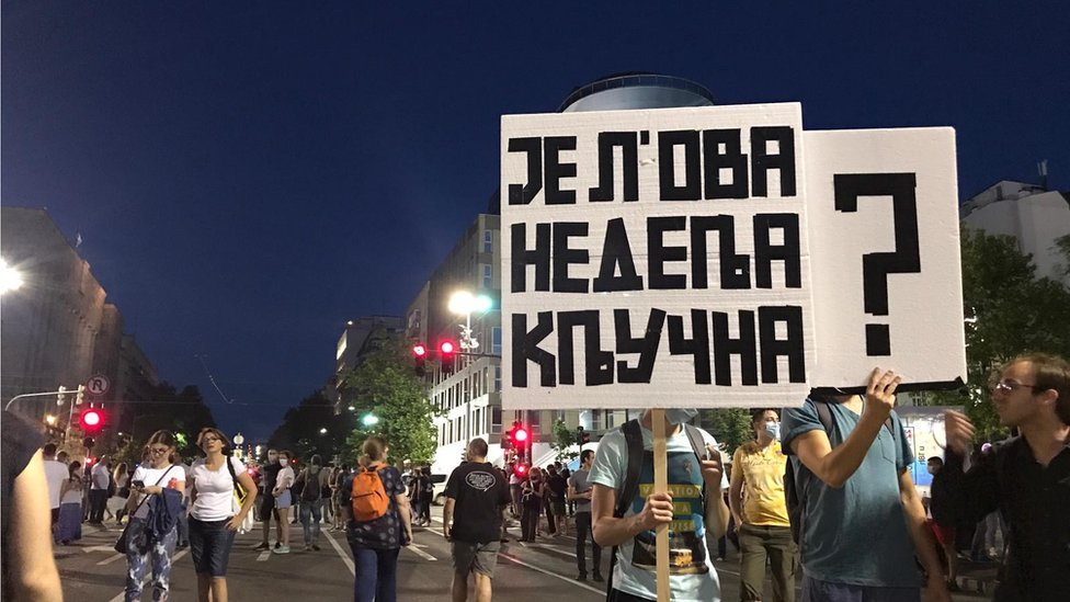Demonstranti sa transparentima