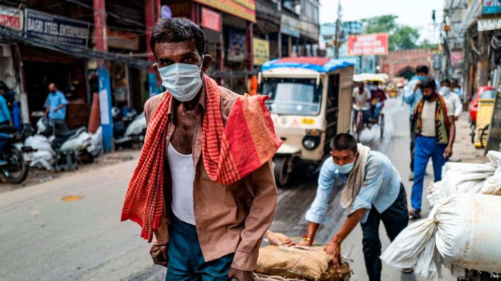 Mask-wearing on the streets of India