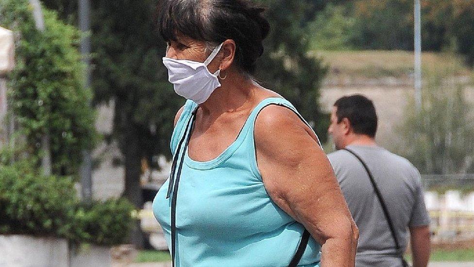 žena s maskom