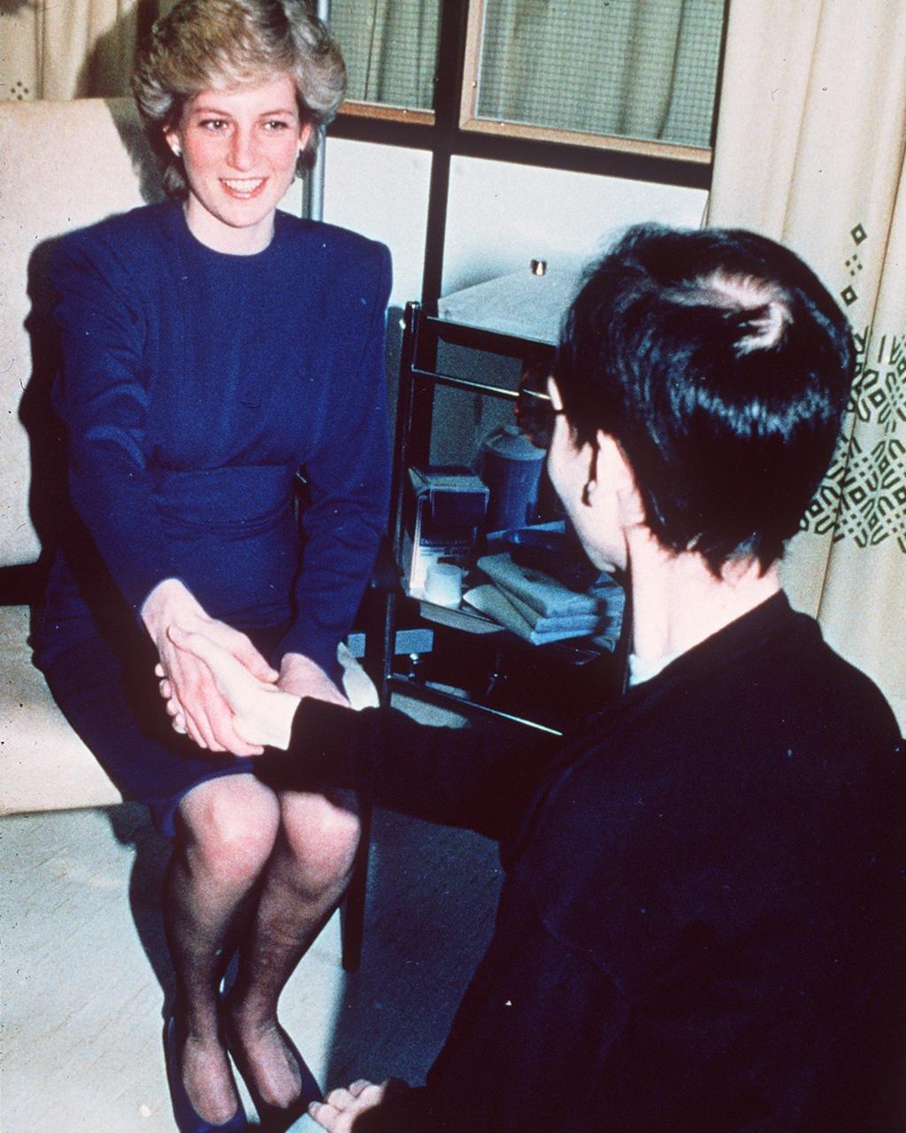 Kada je pokojna princeza od Velsa uhvatila za ruku pacijenta sa HIV-om u bolnici, pomoglo je da se otkloni neka stigma oko bolesti