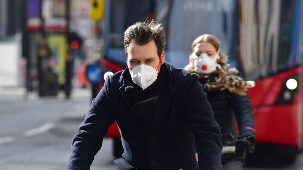 Biciklisti sa maskama