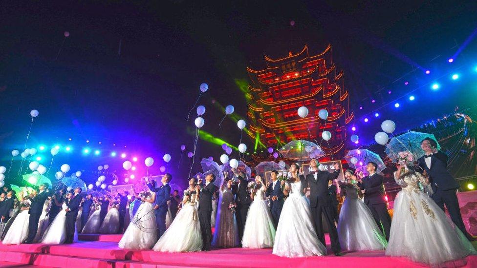 Group wedding in Wuhan