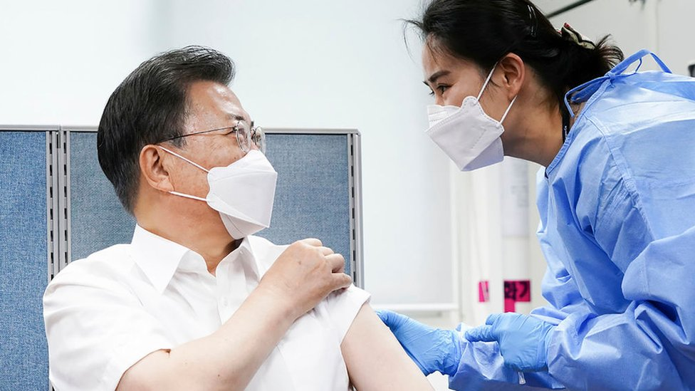 Prezident Юžnoй Korei Mun Čžэ In privilsя vakcinoй britansko-švedskoй kompanii AstraZeneca