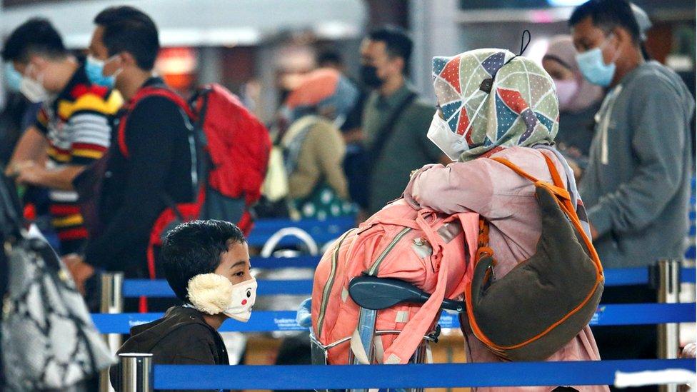 putnici na aerodromu u Džakarti