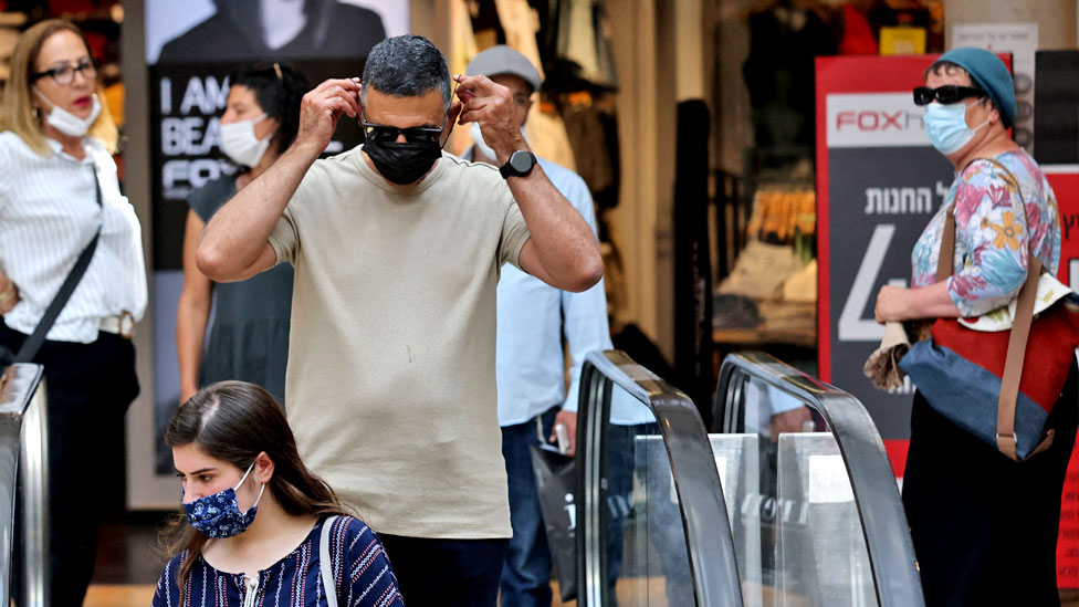 Israelis wear protectives against Covid at a shopping mall in Jerusalem on June 25 2021