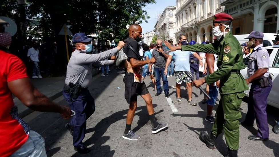 Cuban police arrest an anti-government protester in Havana. Photo: 11 July 2021